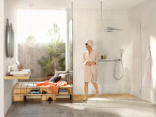 Hansgrohe_Rainmaker_Select_ShowerTabletSelect_700_Ambience_People