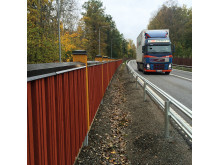 bullerskydd och lastbil
