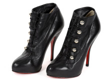 Fashionabla 8/6, Nr: 49, BOOTS, CHRISTIAN LOUBOUTIN, svart läder med små knappar i vitmetall