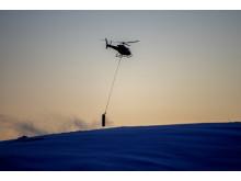Helikopterfrakt av maste-element Roan vindpark desember 2017