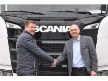 Vognmand Teddy C. Tiufkær køber ny Scania R 500 til chauffør