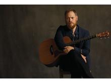Andrew Peterson med gitarr