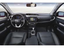 Invändigt är Toyota Hilux elegant och välutrustad