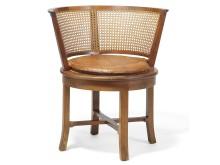 Kaare Klint: Skrivebordsstol af Cubamahogni, cirkulært sæde samt halvcirkulær ryg udspændt med flet. Hammerslag:  220.000 kr.