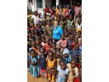 Tina Thörner samarbetar med eldsjälen Maria Theresa på barnhemmet i Bangui