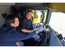 Fahrer Olaf Piel, re., mit Scania Fahrer Coach Philipp Scheller