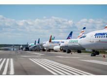 Flygplan står uppställda på Bana 2 på Stockholm Arlanda Airport den 24 maj 2017.