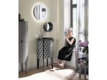 Die Kollektion Diva 2.0 von burgbad bietet auch eine Gästebad-Lösung mit Leuchtspiegel
