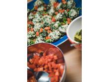 Gnocchi på bröd med brynt salviasmör och tomater