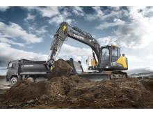 Volvo EC140E grävmaskin - i arbete