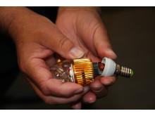 Guldfärgad LED-lampa får försäljningsförbud och återkallas från konsument