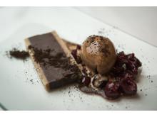 Sjokoladeganach med syltede kirsebær og kaffesorbet - Exclusive Selection Kilimanjaro Peaberry