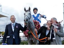 Thundering Blue och kretsen kring hästen efter segern i Stockholm Cup 2018