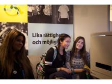 Besökare i Malmö stads monter
