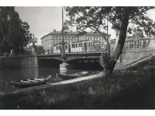 Vasabron som den såg ut 1915 med bebyggelse vid Grönsaktstorget i bakgrunden