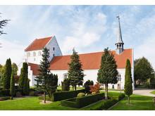 Vissenbjerg Kirke med det lille spir på taget over koret