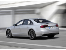 Audi S8 plus i Florett Silver matt dynamic rear