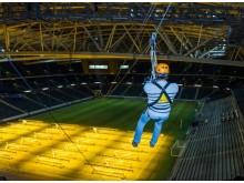 Zipline från Friends Arenas tak