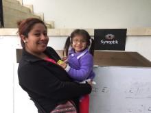 3-åriga Devanny med mamma, Optiker utan gränser i Peru 2017.