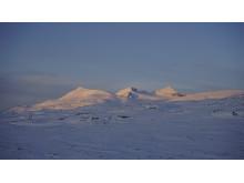 Sola er tilbake i fjellet. Storsteinsfjell i Nordalen i Skjomen.