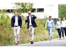 Jacob Torell och Joakim Garfvé utanför projektlokalen i Nya Hovås