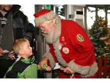 Tomten gör ett besök på Falbygdens julmarknad