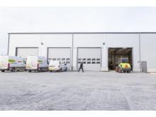 Den nya verkstaden har portar på båda sidor så att maskinerna kan köras genom verkstaden.