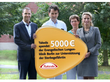 """Takeda unterstützt die Initiative """"Sterbegefährtin"""" an der Evangelischen Lungenklinik Berlin und übergibt Spende in Höhe von 5000€"""