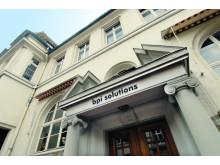 bpi solutions Eingang zum Gebäude