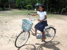 Hjälp en flicka i Kambodja att säkert kunna ta sig till skolan