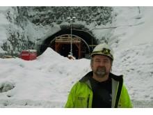 Tunnelen mellom Gvammen og Århus er det største oppdraget Notodden Flis og Mur har fått hittil, forteller sjefen.