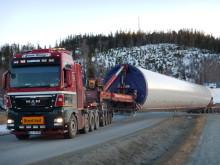 Transport av tårnelement inn på FV 715 i Åfjord