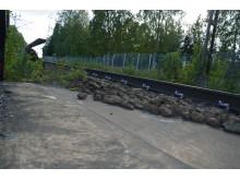 Konventionell järnväg möter rälsparti på solid betongplatta