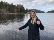Lena Kempe, VD på Daftö Resort, vid platsen där vrakdelar upptäckts