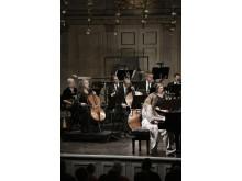 Teré Löf piano, Christina Wirdegren Cello och Blåsarsymfonikerna