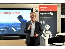Dr. Bernd Hochberger, Vorstandsmitglied der Stadtsparkasse München, begrüßte die Gäste zum ersten Munich Startup Circle.