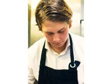 Kocken Fredrik Jonsson, känd från Sveriges Mästerkock 2015, lagar pasta till ekologiska premiumboxen Raccolto