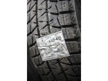 Brotherin TD-4100N-tarratulostimella luodut kestävät rengastarrat pysyvät jopa likaisessa renkaassa. Tarrat ovat erikoisliimapintaisia.