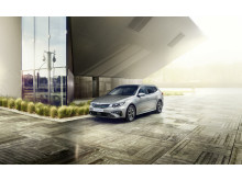 kia_optima_phev_my19_outdoor_03_-_sw_sedan_14300_82449