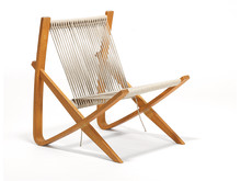 "Poul Kjærholm: ""Flitsbuestolen"" / ""The Bowstring Chair""."