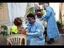 Läkare Utan Gränser bistår utsatta människor i Rio de Janeiro för att stoppa covid-19 i Brasilien.