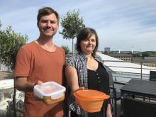 Filip Eklund och Karin Nielsen uppmanar göteborgarna att köpa mat i medhavd låda under Kulturkalaset.