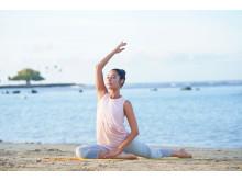 WF-SP900_P_Yoga_WideAngle-Large