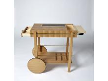 Möbelsnickaren Julia Greeks gesällprov, en serveringsvagn i alm och lönn designad av Markus Barvestig.