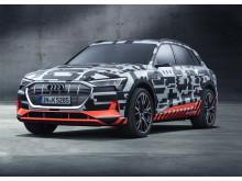 Audi e-tron prototype visades på bilsalongen i Geneve och ger en första aning om den kommande elbilen