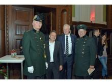 Center-Manager der Promenaden Hauptbahnhof Thomas Oehme (2.v.l.) mit Moderator Dr. Helge-Heinz Heinker (2.v.r) und historischen Eisenbahner
