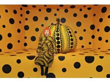 Yayoi Kusama, Kusama with Pumpkin, 2010 © Yayoi Kusama