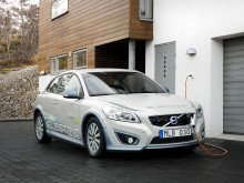 Home charging of the Volvo V70 Plug-in hybrid demonstration car.