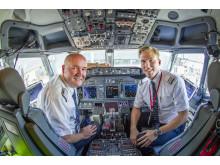 Lentäjät Norwegianin 737-koneen ohjaamossa