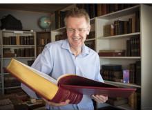 Rune Arnhoff deponerar 2000 biblar till Nordisk bibelmuseum